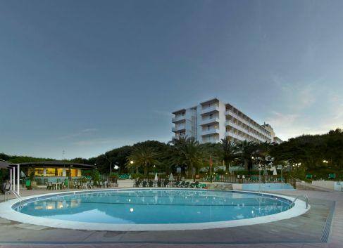 Fiesta-Hotel-Cala-Nova_Piscina_1